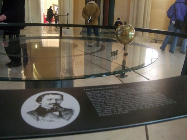 Cable of Foucault's pendulum snaps