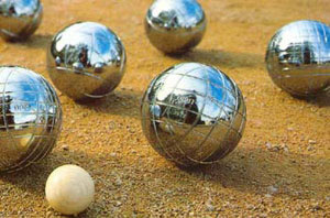 It's cool to play boules
